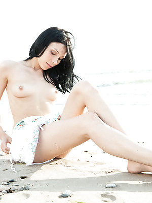 SexArt  Lily J  Erotic, Seduce, Beach, Fingering, Funny, Softcore